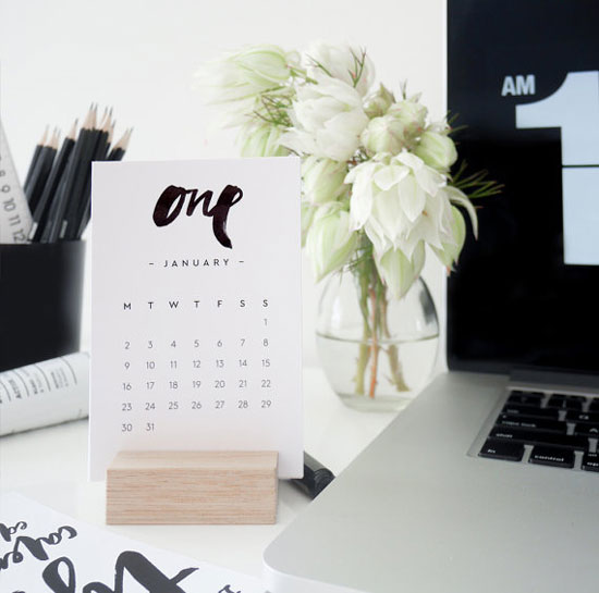 Brush Type Desk Calendar